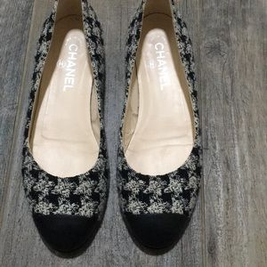 Chanel houndstooth print flats
